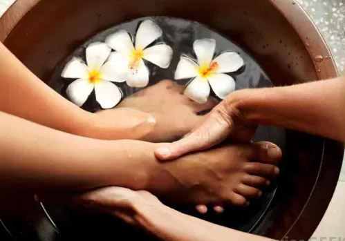 Paraffin pedicure service in egbeda Lagos by estreme therapy